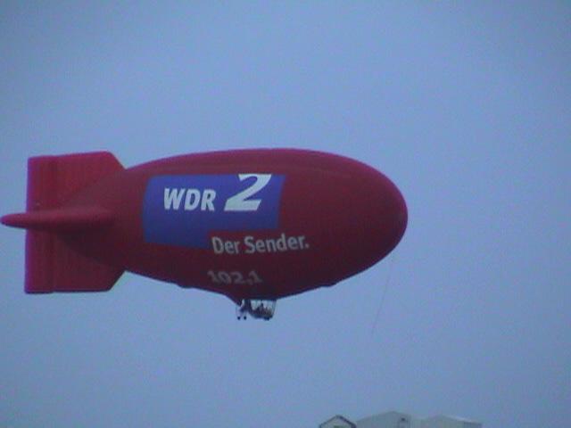Luftschiff mit WDR2-Logo, Foto: Axel Schwenke / Flickr.com / CC BY-SA 2.0