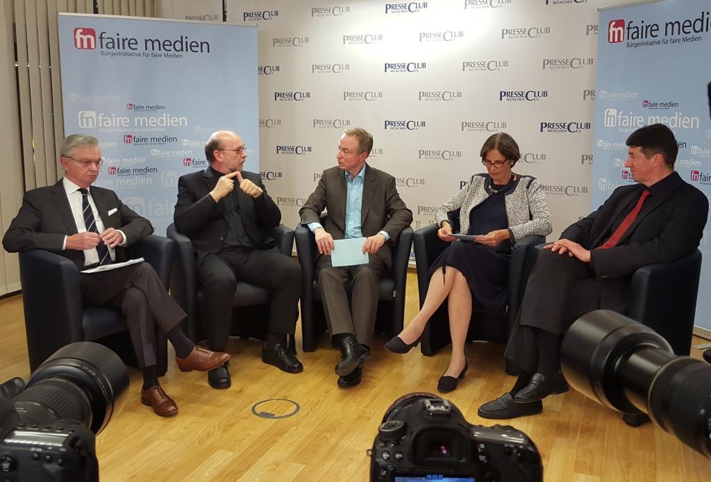 Auf dem Podium (v.l.n.r.): Prof. Hans-Mathias Kepplinger, Dr. Lorenz Wolf, Michael Ragg, Gabriele Kuby, Thomas Schührer, Foto: Andreas Kobs